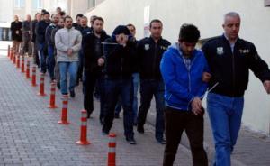 Τουρκία: Σπάει τα κοντέρ στις συλλήψεις αντιπάλων του ο Ερντογάν