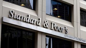 "Standard & Poors: Αναβάθμισε την προοπτική της Ελλάδας σε ""θετική"" από ""σταθερή"""