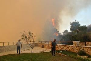 Πύρινα μέτωπα καίνε τη Ζάκυνθο – Κινδυνεύουν άνθρωποι – Σε εξέλιξη επιχείρηση διάσωσης