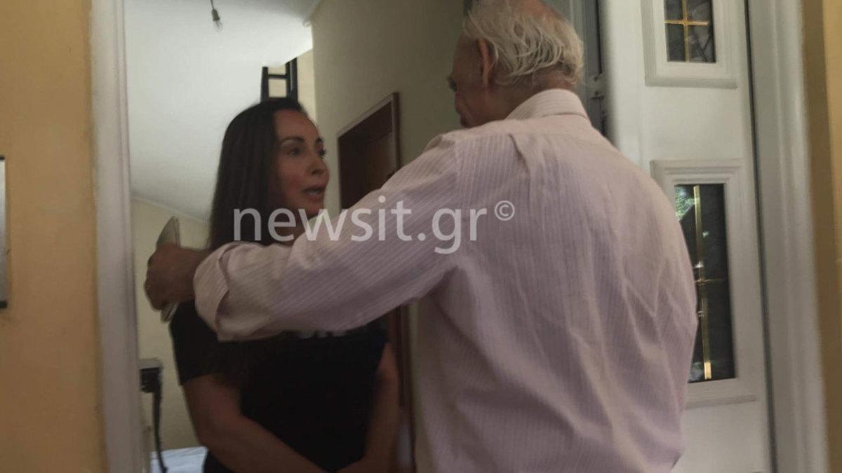 Στο σπίτι του στο Χαλάνδρι ο Τσοχατζόπουλος μετά την αποφυλάκισή του – Η συγκίνηση της Βίκυς Σταμάτη
