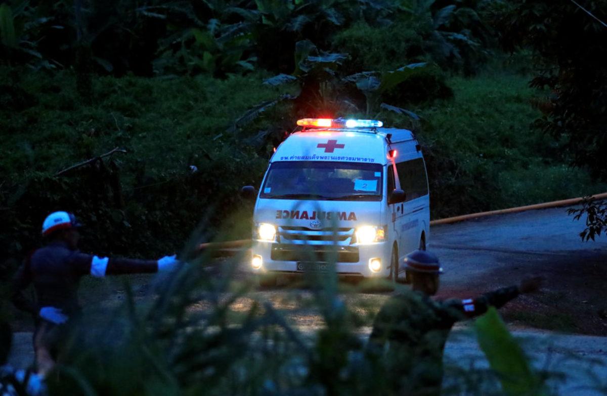 Ταϊλάνδη: Και 8ο παιδί βγήκε στο φως! Σταματούν τις επιχειρήσεις οι διασώστες - Μένουν ακόμα 4 παιδιά στην σπηλιά και ο προπονητής