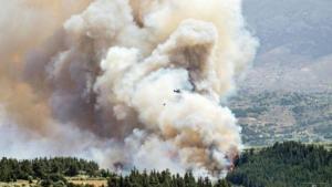 Κρήτη: Σε ύφεση οι φωτιές σε Κακόπετρο και Αποκόρωνα