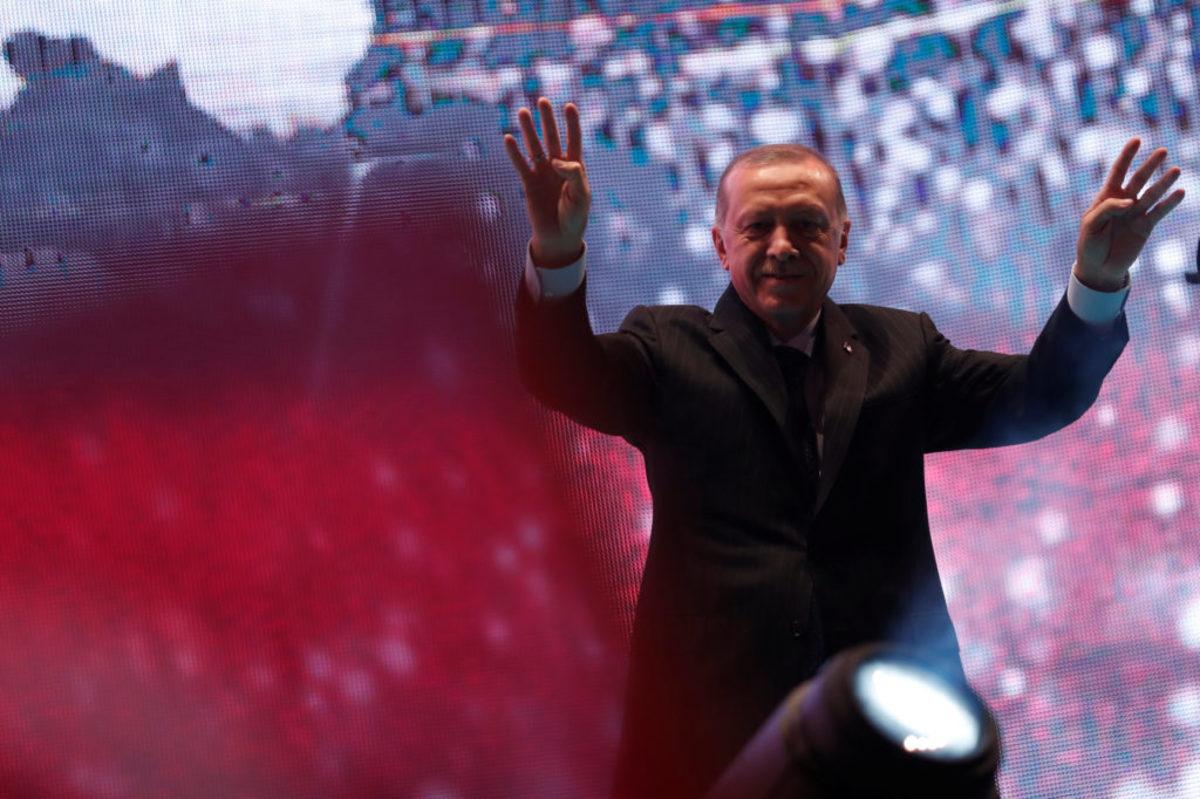 """""""Βούλιαξε"""" η Κωνσταντινούπολη στην επέτειο του πραξικοπήματος: """"Δεν θα ξεχάσουμε όσους προστάτεψαν τους πραξικοπηματίες!"""""""