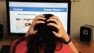 Ύπουλος ο εθισμός στο διαδίκτυο! Προσοχή στα σημάδια