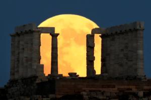 """Στιγμές αληθινής μαγείας από το """"ματωμένο φεγγάρι"""" στην Ελλάδα και τον κόσμο! [pics]"""