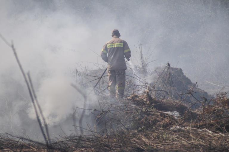 Υπό μερικό έλεγχο η φωτιά στην Κατοχή Μεσολογγίου