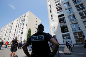 Προφυλακίστηκε ο αστυνομικός που κατηγορείται ότι σκότωσε έναν 22χρονο στη Γαλλία!