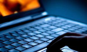 Χειροπέδες σε 55χρονο που «σήκωνε» διαδικτυακές κάρτες ανυποψίαστων χρηστών