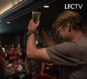 """Λίβερπουλ: """"Τρέλανε"""" τους οπαδούς ο Κλοπ! Πήγε σε παμπ και τραγούδησε συνθήματα – video"""