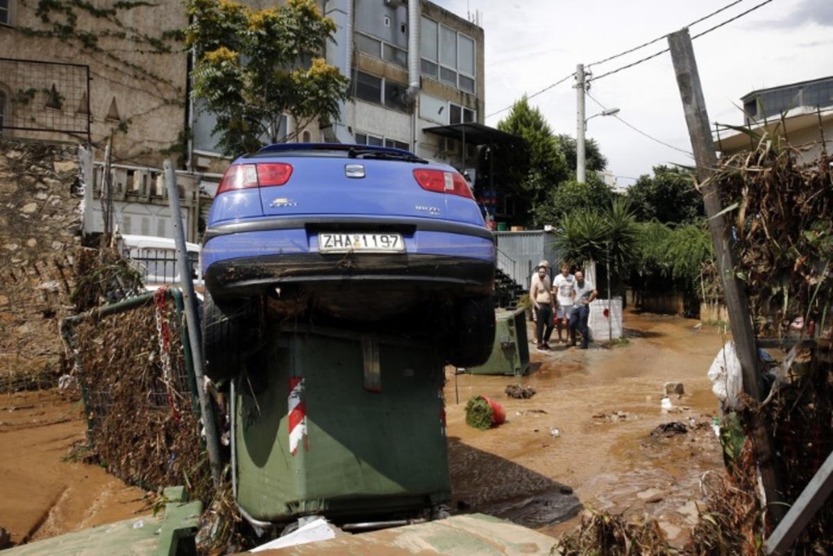 Μαρούσι: Το νερό «έπνιξε» δεκάδες αυτοκίνητα – Νέες εικόνες από το πάρκινγκ που βούλιαξε στη λάσπη [pics]