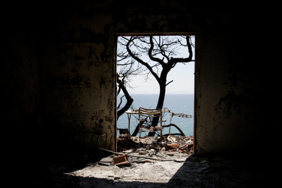 """Μάτι: """"Σκοτωμός"""" πάνω από τους νεκρούς! Σαντορινιός: Το απόγευμα ξεκίνησε η επιχείρηση του Λιμενικού και το σήμα γράφτηκε..."""