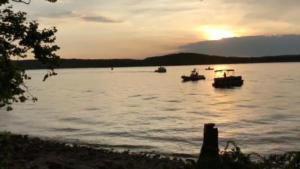 Τραγωδία στο Μιζούρι – Βάρκα ανατράπηκε σε λίμνη, 11 νεκροί – video