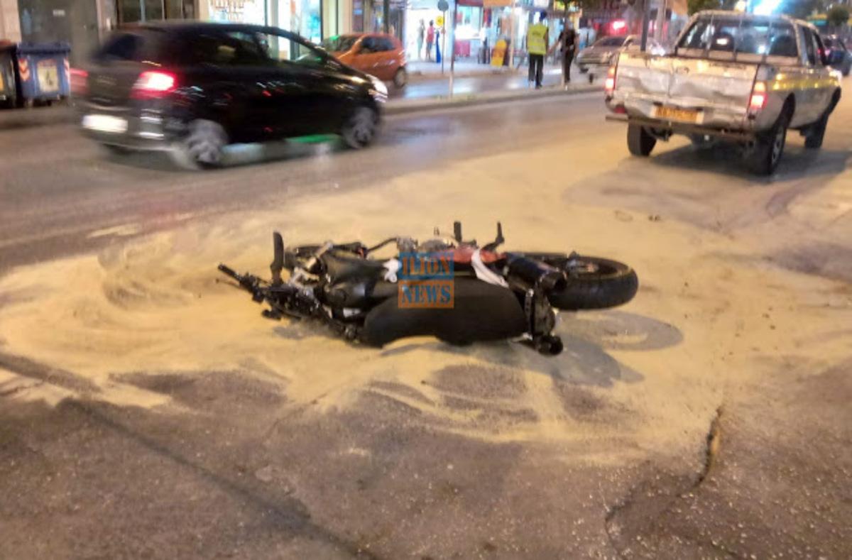 Περιστέρι: Σοβαρό τροχαίο στο Περιστέρι – Μηχανή πήγε να μπει στη Θηβών και συγκρούστηκε με αυτοκίνητο
