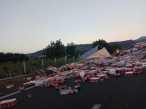 Τροχαίο Εγνατία Οδός: Χάος μετά από ανατροπή νταλίκας σούπερ μάρκετ – Διακοπή της κυκλοφορίας στο σημείο [pics]