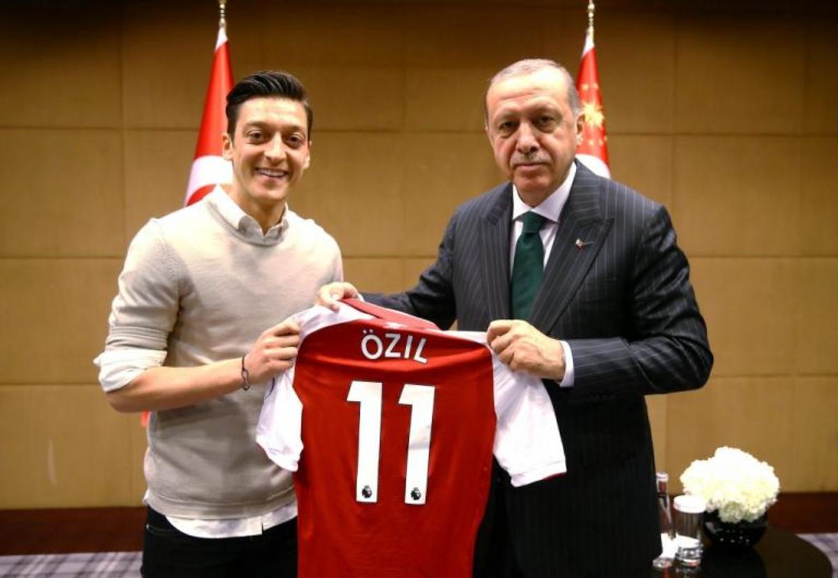 """Ξέσπασμα Οζίλ για Ερντογάν! """"Ένιωσα ανεπιθύμητος λόγω της καταγωγής μου στη Γερμανία"""""""