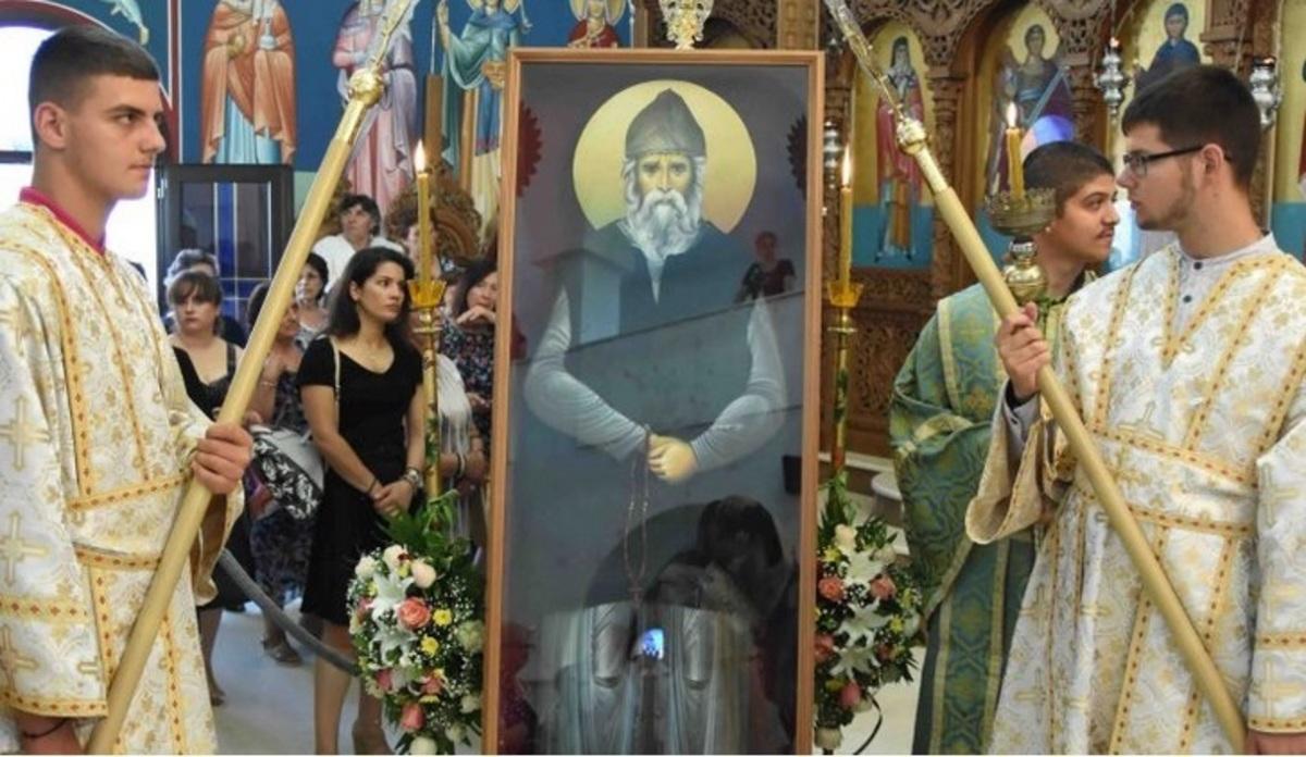 Πιερία: Ολόσωμη εικόνα του Αγίου Παϊσίου με ενσωματωμένο ράσο [pics]