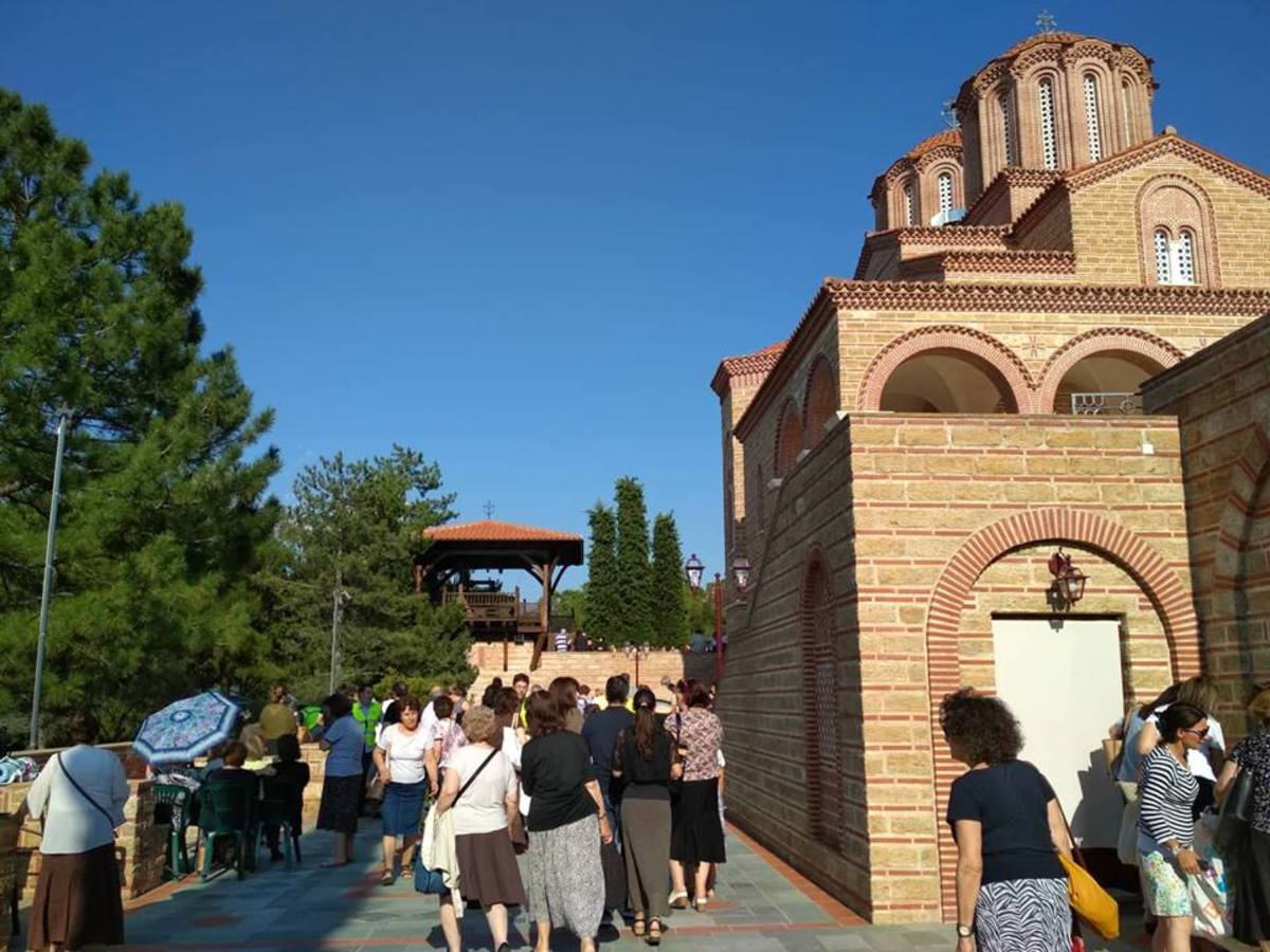 Πλήθος πιστών για τον Άγιο Παΐσιο στη Σουρωτή [pics]