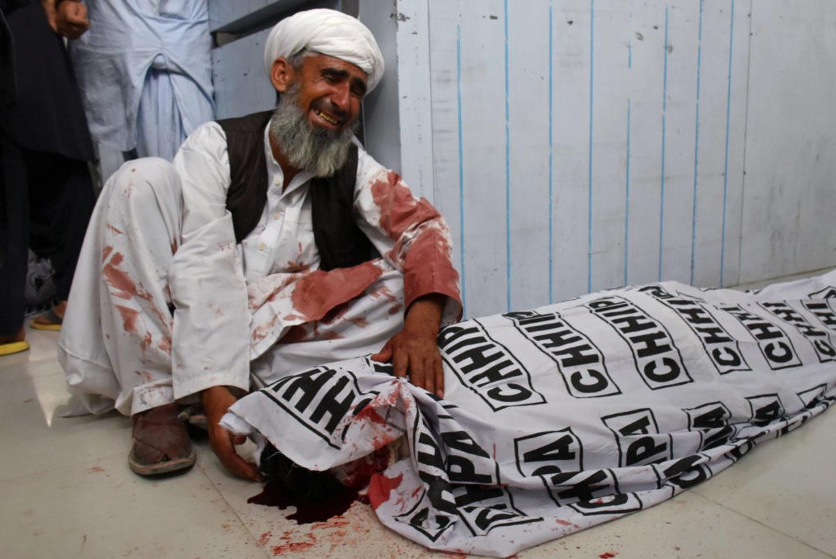 Πακιστάν: Νέος δραματικός απολογισμός – 149 οι νεκροί από τη βομβιστική επίθεση