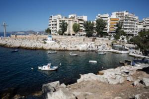 Ξεκίνησε ο καθαρισμός της παραλίας Φρεαττύδας στον Πειραιά