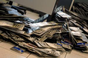 ΑΑΔΕ: Χάνουν τις πινακίδες κυκλοφορίας τους όσοι τις έχουν καταθέσει πάνω από 18 μήνες!