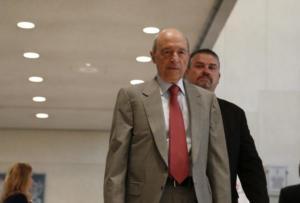 Ο Κώστας Σημίτης αποχαιρετά τον Σταύρο Τσακυράκη