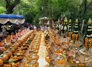 Ταϊλάνδη: Ευχαριστούν για τη διάσωση των 12 παιδιών με γουρουνοκεφαλές, χορούς και προσευχή [pics]