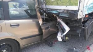 Έβρος: Ανατριχιαστικός θάνατος νεαρής μητέρας σε τροχαίο – Το αυτοκίνητο που οδηγούσε σφήνωσε κάτω από φορτηγό [pics]
