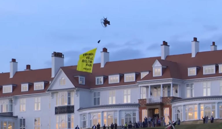 """Σκωτία: Συνελήφθη ο ακτιβιστής της Greenpeace που την """"έπεσε"""" στον Τραμπ από… αέρος – video"""