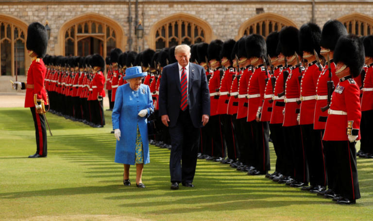 Τα βλέμματα στο κάστρο Γουίνδσορ! Άρχισε η συνάντηση του Ντόναλντ Τραμπ με τη βασίλισσα Ελισάβετ