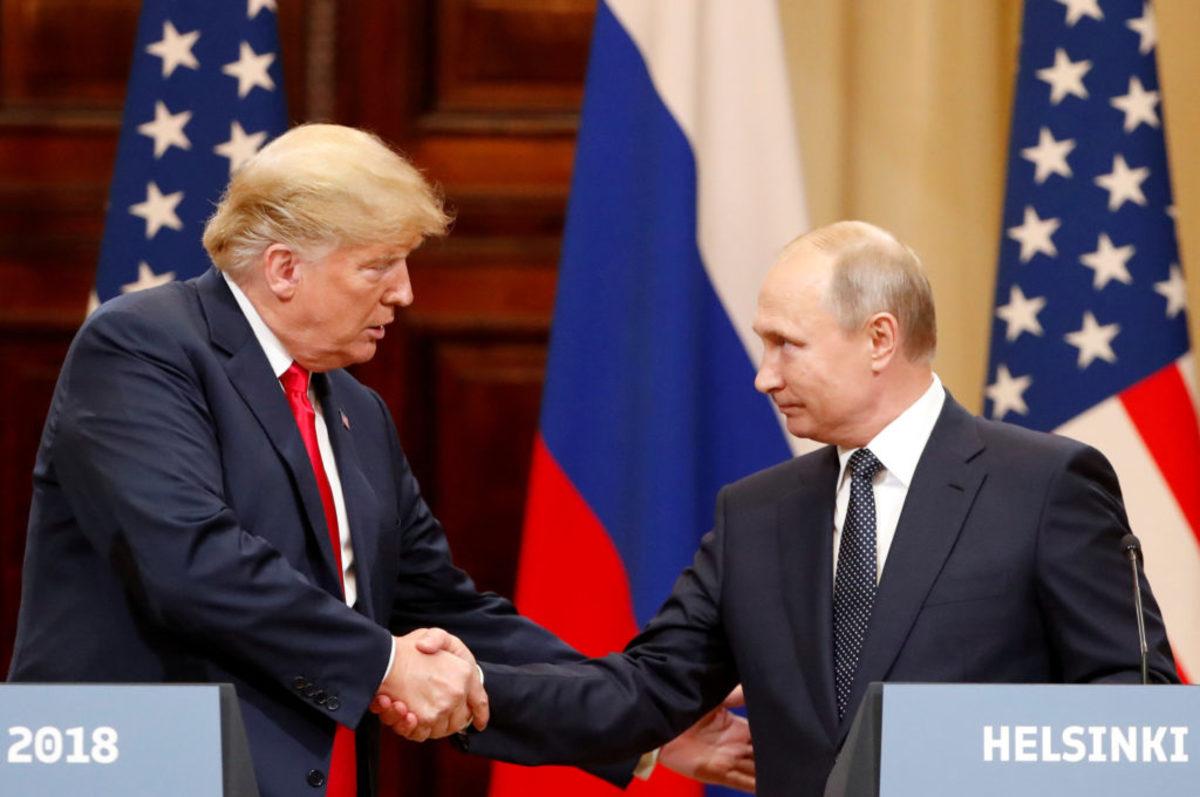 """Νέα απόρρητα έγγραφα """"καίνε"""" τον Τραμπ! Σύμβουλός του συνωμοτούσε με τη Ρωσία"""