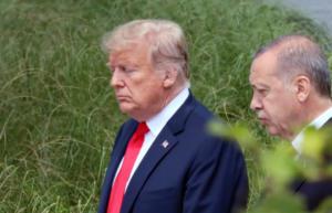 Σύνοδος ΝΑΤΟ: Ψιλή κουβέντα Τραμπ – Ερντογάν και μια Μέρκελ έξω φρενών! [pics]