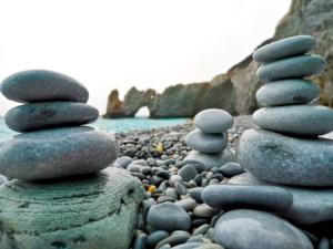 Αφήστε ήσυχα τα… βότσαλα στην παραλία Λαλάρια της Σκιάθου [pics]