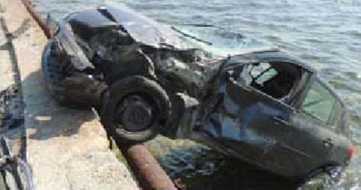 Βόλος: Μάνα και κόρη στη θάλασσα με το αυτοκίνητό τους – Το τροχαίο και οι εικόνες που ακολούθησαν [pics]