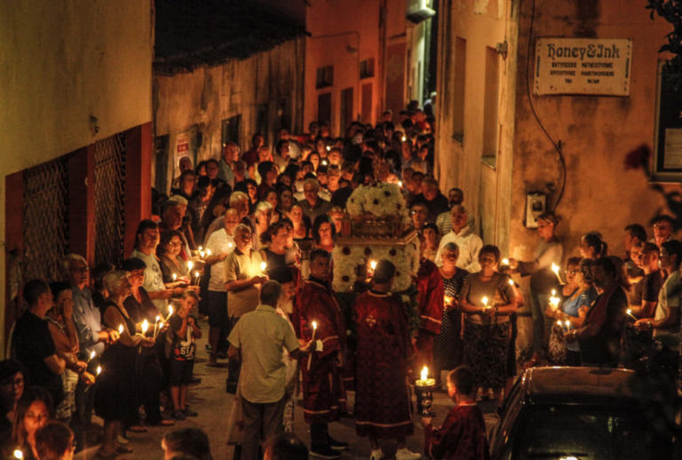 Δεκαπενταύγουστος 2018: Οι στολισμένοι με κορδέλες επιτάφιοι της Κέρκυρας