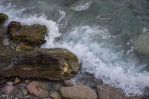Μυτιλήνη: Κατέβηκε στα βράχια και του κόπηκαν τα γόνατα – Το ψάρεμα των παιδιών τελείωσε με πανικό – video