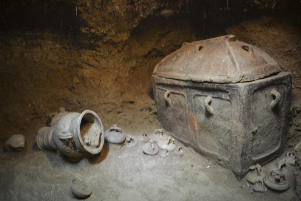 Κρήτη: Στο φως ασύλητος τάφος στην Ιεράπετρα – Οι εικόνες της νέας αρχαιολογικής ανακάλυψης [pics]