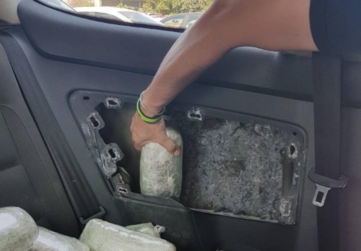Θεσπρωτία: Κάτω από τα παράθυρα του αυτοκινήτου εικόνες που εκπλήσσουν – Ο τετραπέρατος οδηγός με χειροπέδες [pics]