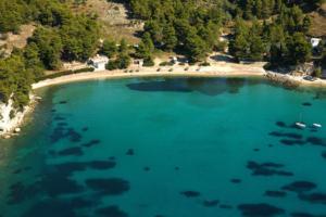 Η Αλόννησος εξελίσσεται με προσβάσιμες παραλίες για ΑΜΕΑ