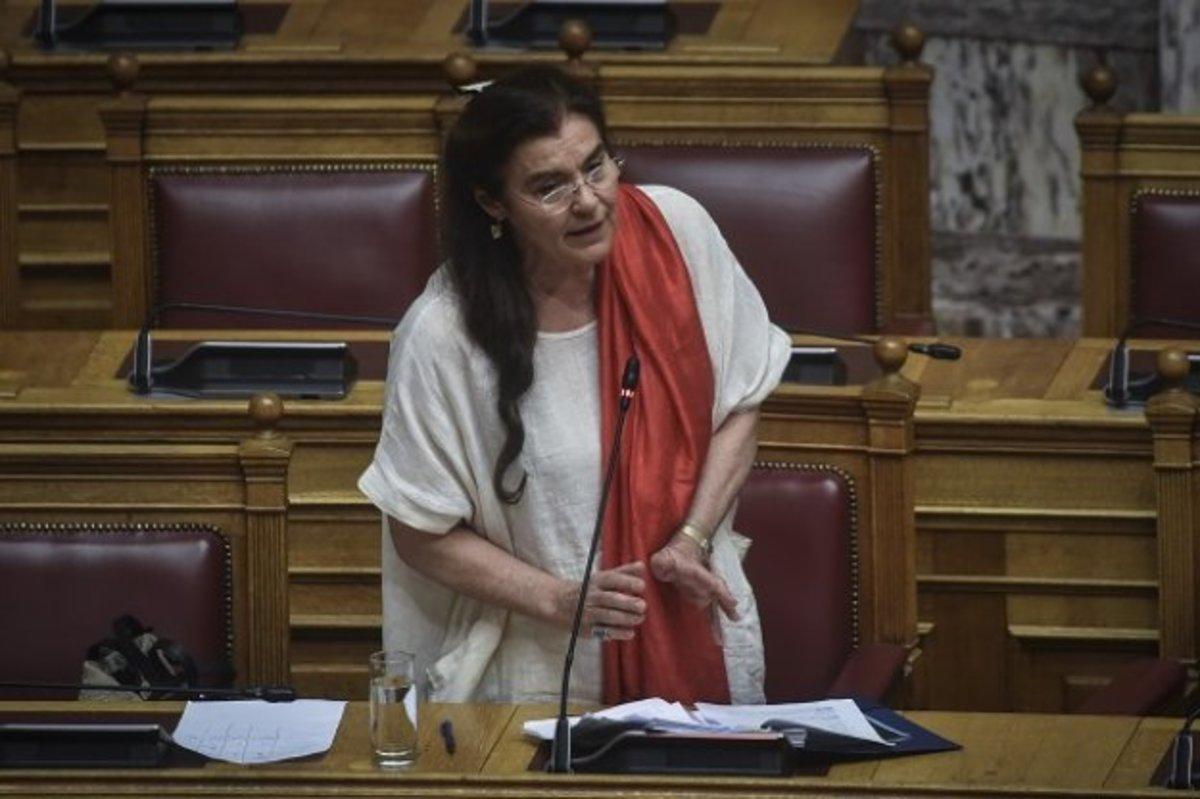 Θα μας τρελάνει η κυρία Κονιόρδου; Δεν ήταν, λέει, βανδαλισμός η επίθεση και οι φθορές σε εκθέματα του Βυζαντινού & Χριστιανικού Μουσείου!