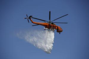 Πυρκαγιά στο Κορωπί – Μεγάλη επιχείρηση της Πυροσβεστικής – Ελικόπτερα και αεροπλάνα στη μάχη με τη φωτιά