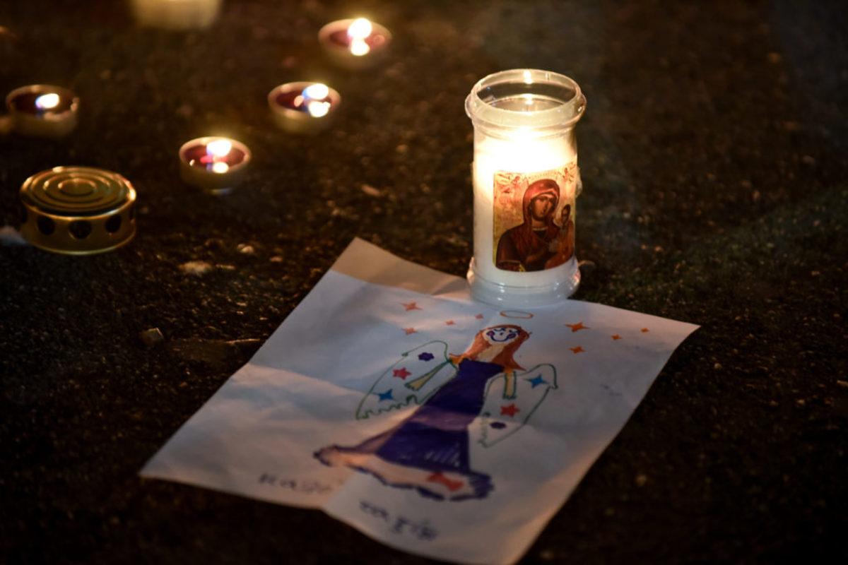 Ράγισαν καρδιές στο Μάτι – Εκδήλωση μνήμης για τα θύματα της φωτιάς – video