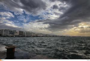 Καιρός: Ζέστη με «συνοδεία» βροχοπτώσεων – Σε ποιες περιοχές θα «ανοίξουν» ουρανοί