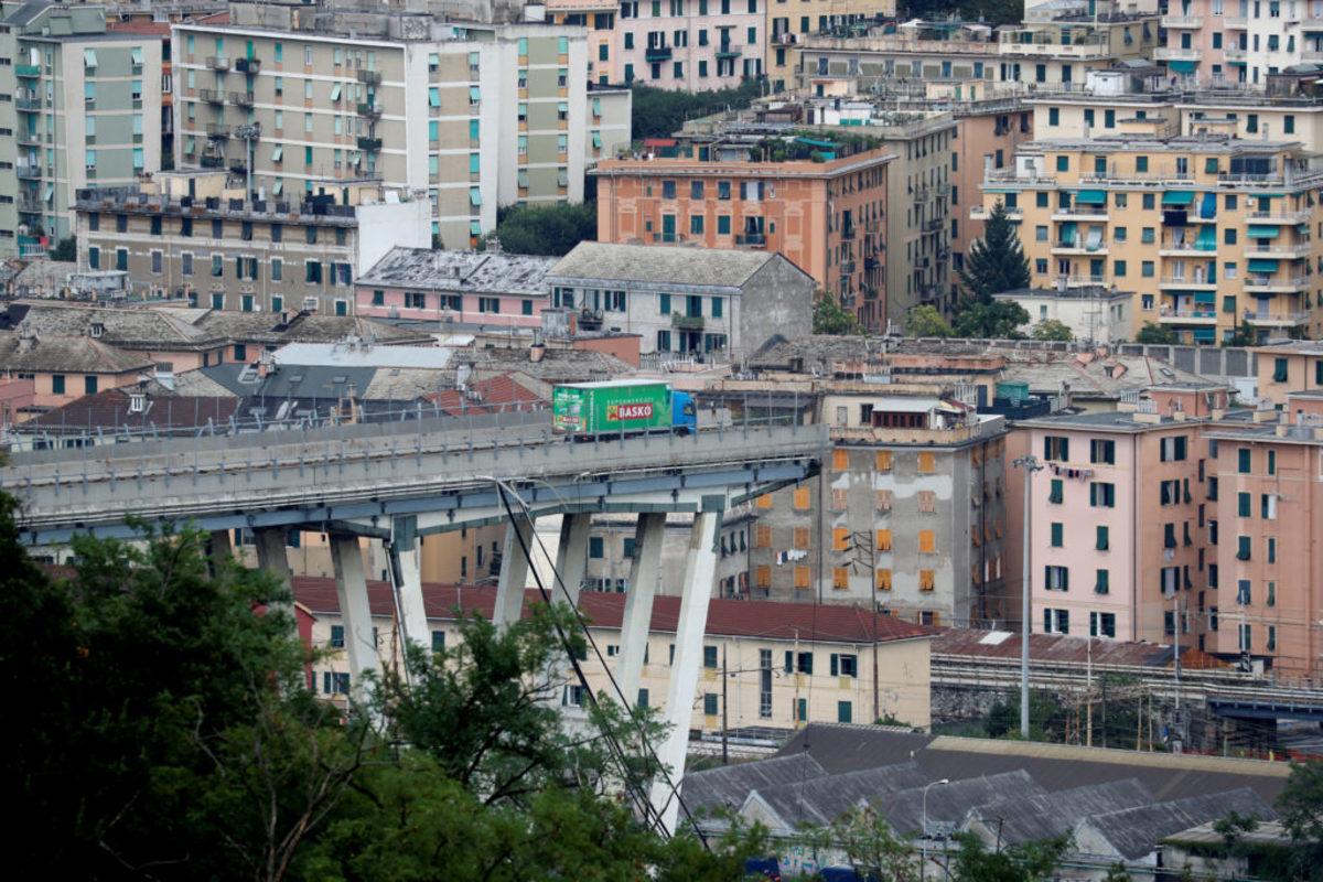 Κεραυνός μπορεί να έριξε τη γέφυρα στη Γένοβα! Τουλάχιστον 35 οι νεκροί!