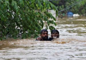 Κατακλυσμιαίες πλημμύρες στην Ινδία – 106 νεκροί – video