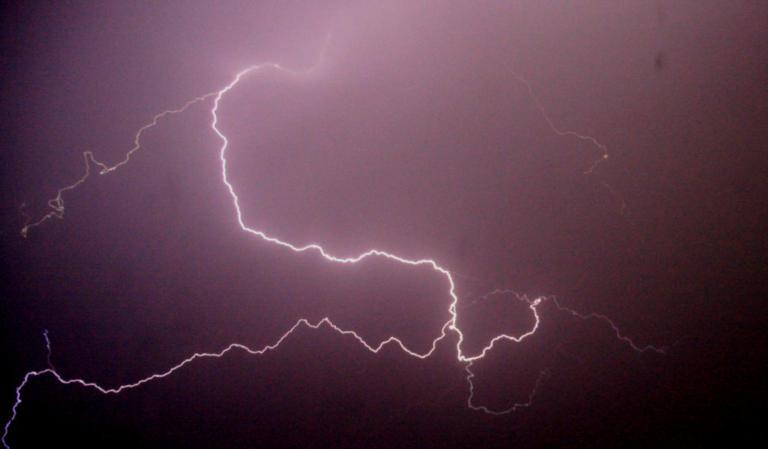 Καιρός: Έκτακτο δελτίο! Δεκαπενταύγουστος με βροχές και καταιγίδες