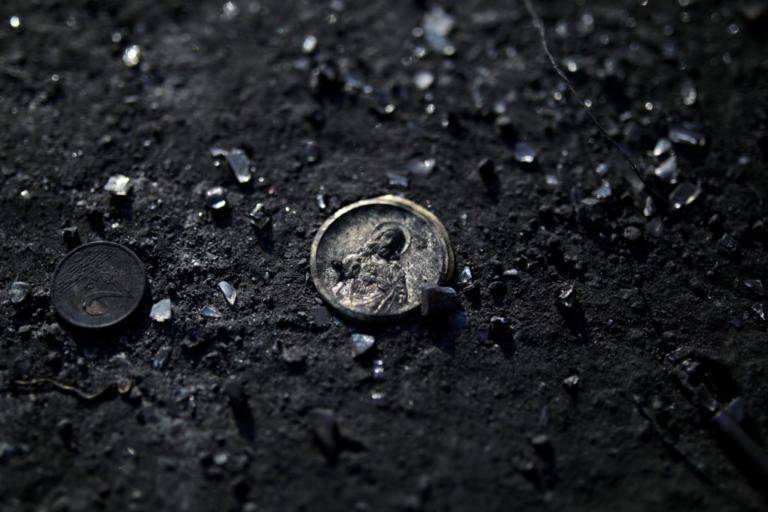 85 οι ταυτοποιημένοι νεκροί από τις φωτιές στην Αττική – 1 άνθρωπος αγνοούμενος – 42 οι εγκαυματίες στα νοσοκομεία