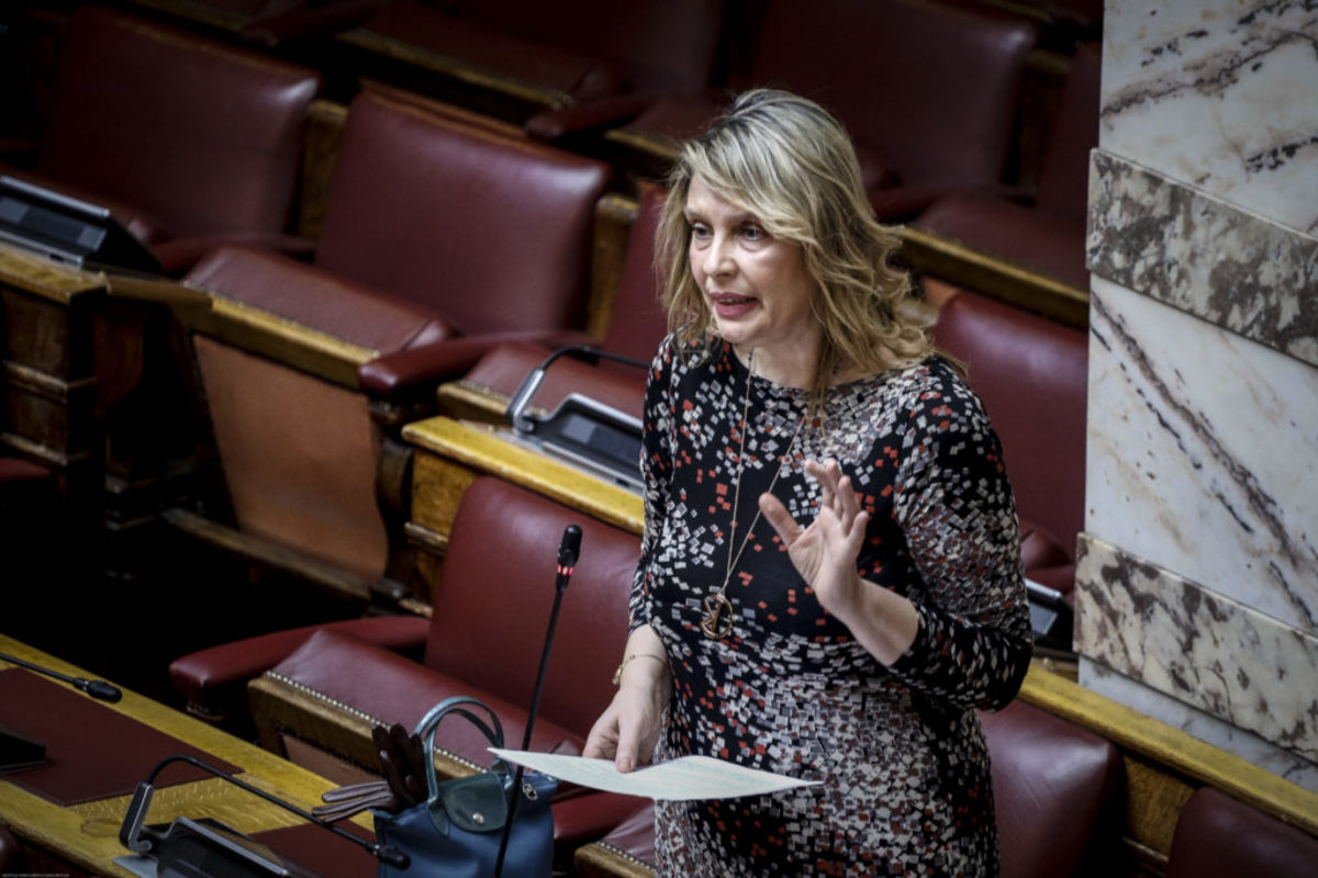Ανασχηματισμός – Κατερίνα Παπακώστα: Εκλεκτή του Σαμαρά, διαγραμμένη απ' τον Κυριάκο, υπουργός του Τσίπρα!
