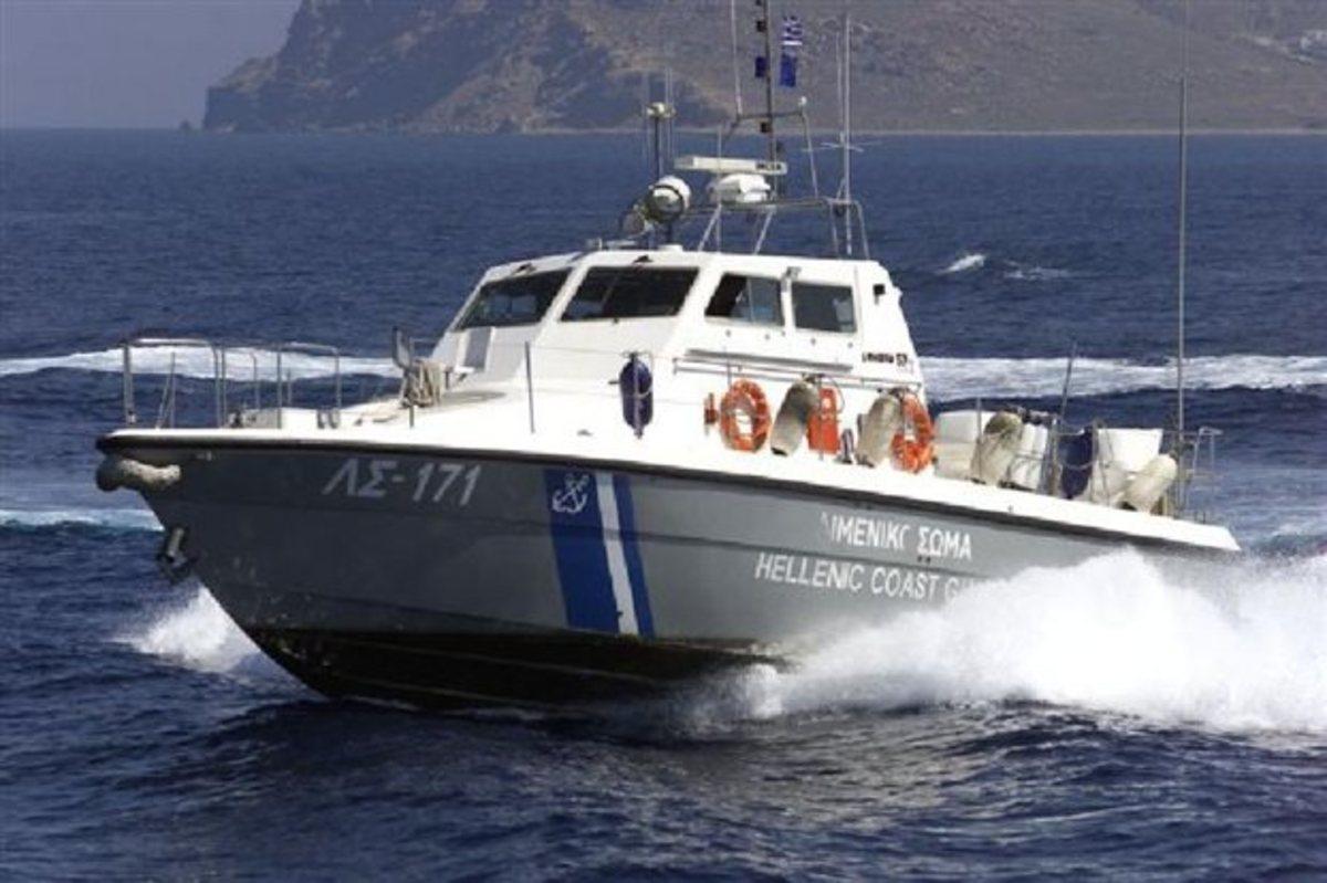 """Οινούσσες: """"Χτενίζουν"""" την θάλασσα για να βρουν τον 22χρονο – """"Πανστρατιά"""" σκαφών στις έρευνες"""