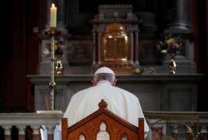 Πάπας: Συναντήθηκε με θύματα σεξουαλικής κακοποίησης από ιερείς και ζήτησε συγγνώμη