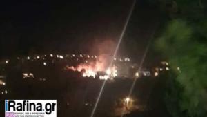 Φωτιά απείλησε απόψε σπίτια στη Διώνη Ραφήνας